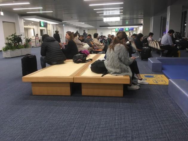 ベンチ空港1